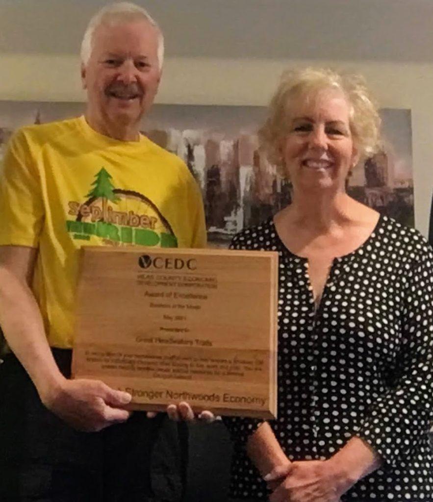 VCEDC exec director presents GHT president award plaque